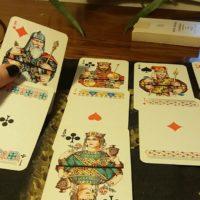 Гадание на игральных картах на измену
